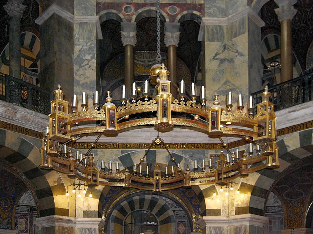 Expressive Vitrine An Der Marienkirche: Lapidaverunt Stephanum. Derniers Concerts 2014 De La Scola