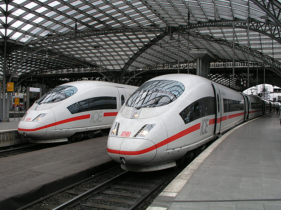 2 InterCity-Express-Züge in Köln Hbf