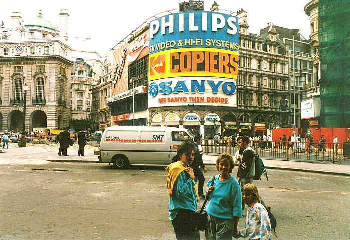Am Piccadilly Circus in London 1986